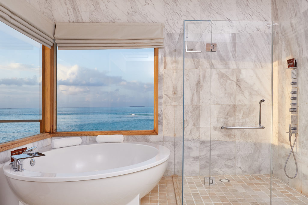 CONRAD MALDIVES RANGALI ISLAND_Villas_Sunset Water Villa Bathroom_credit Justin Nicholas hi-res -